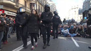 Spain: Protesters clash with police as trial of Catalonia separatists kicks off