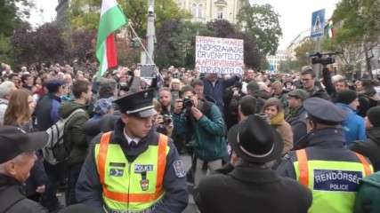 Hungary: Protesters whistle over Orban as he delivers speech on anniv. of 1956 revolution