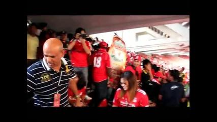 Фен на Манчестър Юнайтед в агитката на Ливърпул