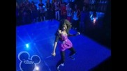 "Изумителна Е !! Zendaya Coleman Dancing On "" Watch Me "" ( Shake It Up/ Episode 1 )"