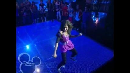 "Изумителна Е !! Zendaya Coleman Dancing On "" Watch Me "" ( Shake It Up/ Episode 1 )"