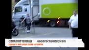 One Direction - Найл се опитва да направи челна стойка 01.08.2012