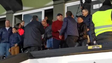 Венци Стефанов приема поздравления след триумфа на Славия над Левски