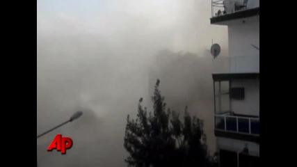Разрушаването на сграда в Турция нещо се обърква
