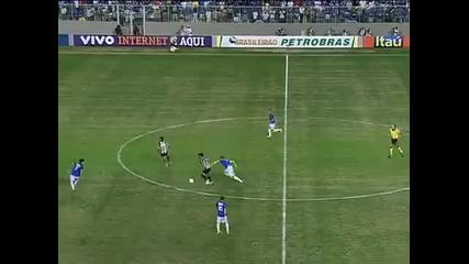 Роналдиньо изригна с марково изпълнение.