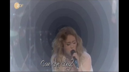 Доказателство,че Сайръс може да пее!