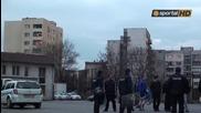 Десетина фена и повече полиция посрещнаха Левски