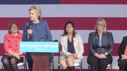 USA: Clinton asks electorate to 'compare and contrast' her 30 years of service with Trump's