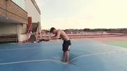Изключителни гимнастически и каскадьорски Freerunner трикове изпълнени на въздушен матрак!