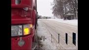 Транспортен хаос в Украйна заради обилни снеговалежи