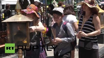 Тайланд: Светилището в Ераван е отново отворено, бяха отдадени почести за загиналите