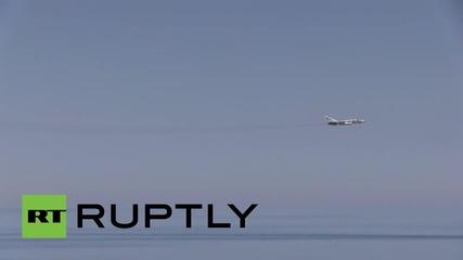 В международни води: Руските Су-24 летят над американски разрушител