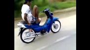 Този е най-откачения моторист.
