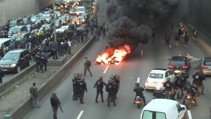 Сблъсъци в Париж между полицията и таксиджии за UBER