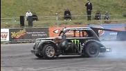 Как се сменя гума в движение!