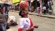 Joga Bonito - Peruvian pensioner tries freestyle football