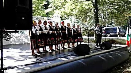 Фолклорна група Зора - Мама на Стоян думаше