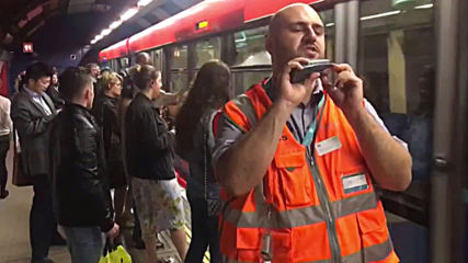 Are you ready to traaaaavel?! London rail worker KOs commuters with boxing-style announcements