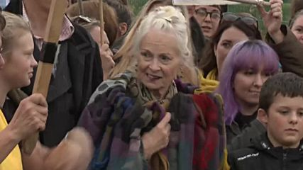 UK: Vivienne Westwood joins anti-fracking protest in Lancashire