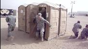 Американски войници се затварят в тоалетна-обучение!