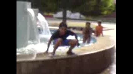 Циганета Се Къпят В Шадравана