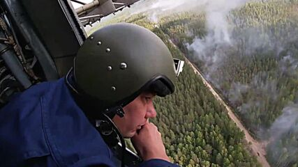 Russia: Western Military District aircraft drops 330 tonnes of water on forest fires in Karelia