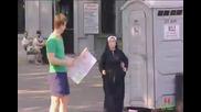 Рокер и Монахиня се влюбват от пръв поглед