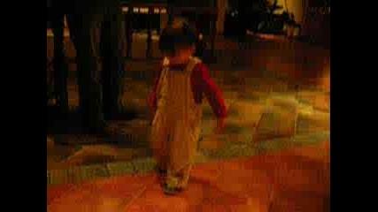 Малката Мая Танцува