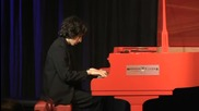 13-годишен български пианист свири на червения роял на Елтън Джон