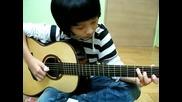 Момче свири песента от Карибски Пирати