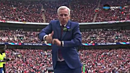 Уникат: Танци от Алън Пардю след гола за Палас