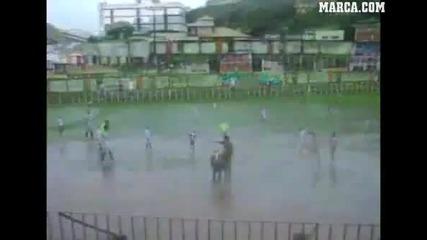 Ненормален Футбол в Бразилия