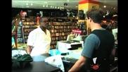 Смях ! Касиер в магазин реже кредитните карти на клиентите ! Скрита камера !
