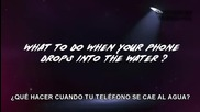 Как да спасим телефона си, когато е паднал във вода