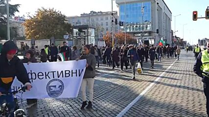 Bulgaria: Hundreds of anti-COVID restriction protesters take to streets in Sofia
