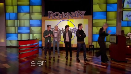 Jonas Brothers играят на Pictionary в шоуто на Ellen Degeneres