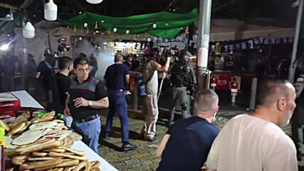 East Jerusalem: Firecrackers, fireworks set off amid scuffles near Damascus Gate