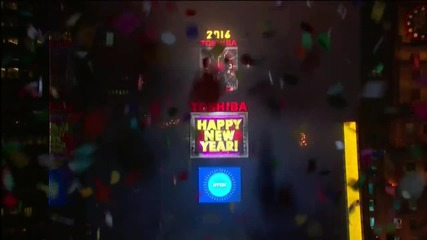 USA: Fireworks illuminate New York as thousands bring in New Year