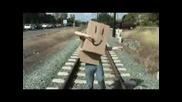 Пародия - Smosh - Човекът - Кутия