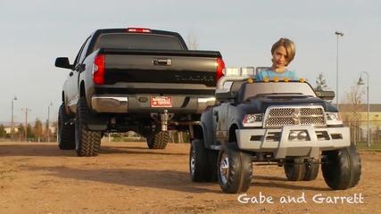 2o14 » Toyota Tundra срещу Kid Trax Dodge Ram » Битка на Титаните