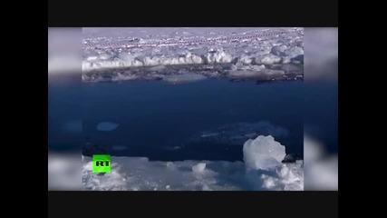 Огромна дупка разбива метеорит в ледено езеро !