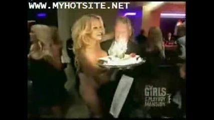 Pamela Anderson Гола На Рожденният Ден На Hugh Hefner