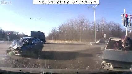Жена излиза през предното стъкло, след жесток удар