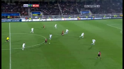 Auxerre v Ac Milan Sky Highlights - football video - 23.11.10