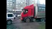 Силата на Mercedes G class !!! - Изтегля закъсал тир
