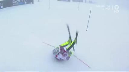 Жулиен Лизеру стартира със салто ски-слалом