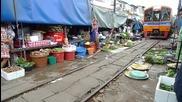 Железопътен пазар Maeklong - Тайланд
