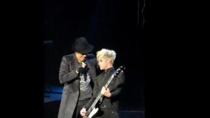 За пръв път Adam Lambert - Cant Let You Go!