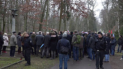 Germany: Protesters denounce AfD supporters at Holocaust memorial event