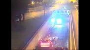 Полицай блъска моторист гонен от друга патрулка
